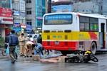 Va chạm với xe buýt, một phụ nữ mang bầu hai tháng tử vong tại chỗ