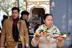Người Hà Nội tấp nập lên Phủ Tây Hồ làm lễ tạ trong ngày rằm