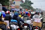 Hàng vạn người đổ về các tuyến đường cửa ngõ về quê ăn Tết
