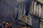 Hiện trường cháy lớn, thiêu rụi kho hàng hơn 1.000 m2 ở Hà Đông