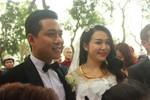 Hương Baby e lệ bên Tuấn Hưng trong ngày cưới