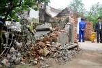 Hà Nội: Thổ thần sắp nuốt chửng 5 ngôi nhà