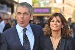 Mr Bean ly dị vợ sau 23 năm chung sống, yêu 'tình trẻ' kém 28 tuổi