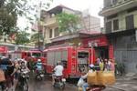 """Hà Nội: Quán cà phê """"đùng đùng"""" bốc cháy gây náo loạn khu phố"""