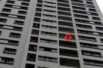 Vụ 2 mẹ con rơi từ tầng 11: Người bố gục ngã vì mất vợ mất con