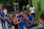 Kiên quyết đóng cửa trường Tuổi Thơ, mặc dù các cô đã quỳ lạy cầu xin