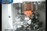"""Video: Trộm """"vét sạch"""" ba xe máy trong cửa hàng như ở chỗ không người"""