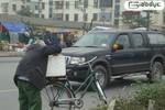 Sự thật bi phẫn về ông lão 80 tuổi ăn xin dọc quốc lộ 32