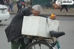 Ảnh: Ông lão 80 tuổi, 5 đời vợ, ở nhà 2 tầng, 'xin ăn' hoa quả