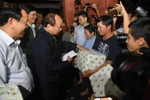 Thủ tướng biểu dương người hùng cứu dân trong bão số 12