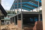 Ai đang gây khó khăn khiến trường Everest không thể xây bể bơi cho học sinh?