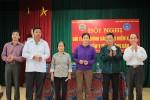 Bảo hiểm xã hội Việt Nam tặng thẻ bảo hiểm y tế cho hội viên nông dân khó khăn