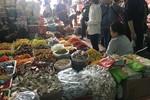 Chợ Tết ngập thực phẩm, hàng không nhãn mác