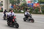 Phụ huynh, học sinh Hà Nội thản nhiên vi phạm An toàn giao thông