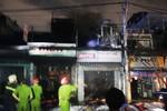 Cháy dữ dội cửa hàng phụ tùng xe máy, cả khu phố ở TP.HCM náo loạn