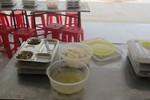 Vụ 'bữa ăn thịt thối': Không mua cơm Phú Thành Quốc nữa là xong?