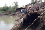Giây phút 3 căn nhà rơi xuống sông ở Sài Gòn