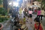 Xấu xí cảnh 'cái bang' và sư giả vây quanh chùa, giao lộ ngày đầu năm ở Sài Gòn