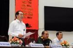 Chủ tịch nước Trần Đại Quang hướng dẫn ngư dân cách bảo vệ mình khi đi biển