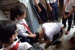 2 nữ sinh lớp 9 đánh dã man 3 nữ sinh lớp 7 trong nhà vệ sinh ở trường
