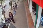 Video: Đi SH, mặc vest... trộm xe máy ở Hà Nội