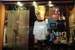 Bị 'tố' kỳ thị người Việt, chủ cửa hàng ở phố cổ Hà Nội lên tiếng