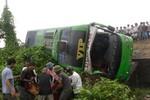 Hà Tĩnh: Lật xe khách, 1 người tử vong, 5 người bị thương