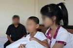 """Nữ sinh tố 'bồ' của mẹ: """"Tôi chấp nhận vợ ngoại tình để giữ cho con"""""""