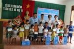 Tập đoàn TH trao 3.550 thùng sữa cho trẻ em và người có công ở Nghệ An