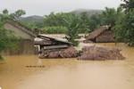 Hà Tĩnh: Hàng ngàn nhà dân bị cô lập, ngập chìm trong mưa lũ