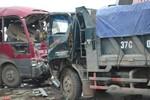 Tai nạn xe khách kinh hoàng trên QL 1A, hàng chục người thương vong