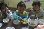 Xót xa bữa ăn bán trú đạm bạc của học sinh miền núi xứ Nghệ