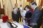 Nhà Vua, Hoàng hậu Nhật Bản mang tặng phẩm gì đến Việt Nam?