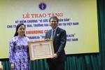 Bộ trưởng Bộ Y tế trao Kỷ niệm chương cho Trưởng đại diện WHO tại Việt Nam