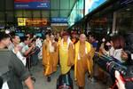 Người dân chào đón Đức Pháp vương Drukpa giảng pháp tại chùa Vĩnh Nghiêm