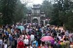 Chấn chỉnh việc để xảy ra cảnh tranh giành lộc phản cảm tại chùa Hương