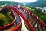 Bắc có cầu Koi, Trung có cầu Vàng, cầu nào đẹp hơn?
