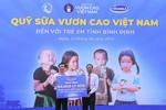 Vinamik tiếp tục trao 64.000 ly sữa cho trẻ em Bình Định