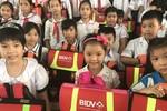 BIDV tặng 5.000 cặp phao cứu sinh cho học sinh vùng sông nước