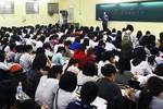 Giáo viên dạy thêm trong giờ hành chính là trái pháp luật