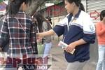 Xuất hiện nhóm 'nữ quái' ép sinh viên mua tăm giá cắt cổ trước ĐHSPHN