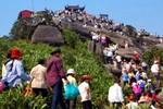 'Biển người' nườm nườp kéo về Yên Tử dự khai hội