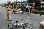 Hải Dương: CSGT đi xe máy va vào 2 bé gái đi xe đạp, cả 3 bị thương