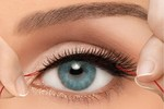 Sử dụng lông mi giả thường xuyên có thể dẫn tới mù lòa