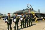 Báo Mỹ: Ấn Độ phải học lại cất, hạ cánh máy bay hải quân MiG-29K