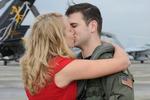Hải quân Mỹ cho nhiều tiền thưởng cũng khó giữ vì binh sỹ sợ ly hôn