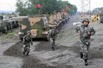"""Hoàn Cầu: """"TQ dừng xây đường ở biên giới với Việt Nam, lo sợ bị tấn công"""""""