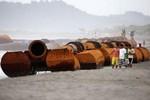Đường ống khổng lồ Trung Quốc bất ngờ xuất hiện ở bờ biển Philippines