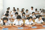 Tiếng Anh thí điểm: Học sinh THPT được phát sách miễn phí