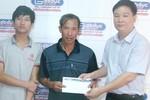 Báo GDVN và các nhà hảo tâm trao quà cho gia đình Thủ khoa ĐH Y Hà Nội